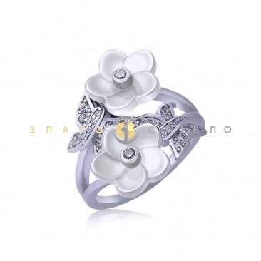Серебряное кольцо «Лилу» с белой керамикой